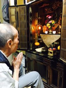仏壇にお参り